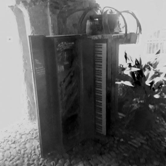 hard to play, but wonderfull sound!